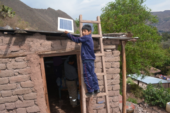 Solar batarya isik